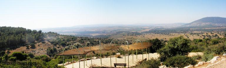 Вид с заповезника Бейт Кешет на гору Тавор