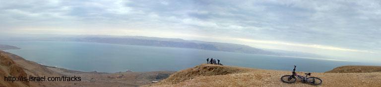 Вид на Мертвое Море с одной из смотровых площадок