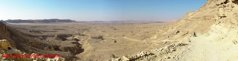 Вид с Маале Нуах  на Кратер Рамон (Махтеш Рамон)