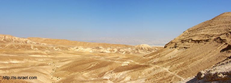 Вид на Иудейскую пустыню и Мертвое море.