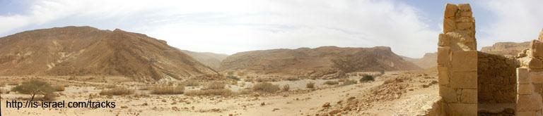 Вид на развалины древнего укрепления (мацад) Никаорот и нахаль Никарот